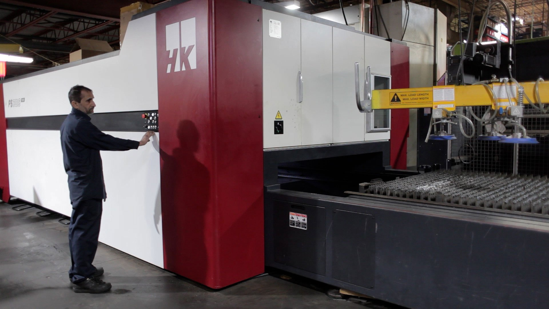 laser cutting HK FS 3015 falcon series fiber